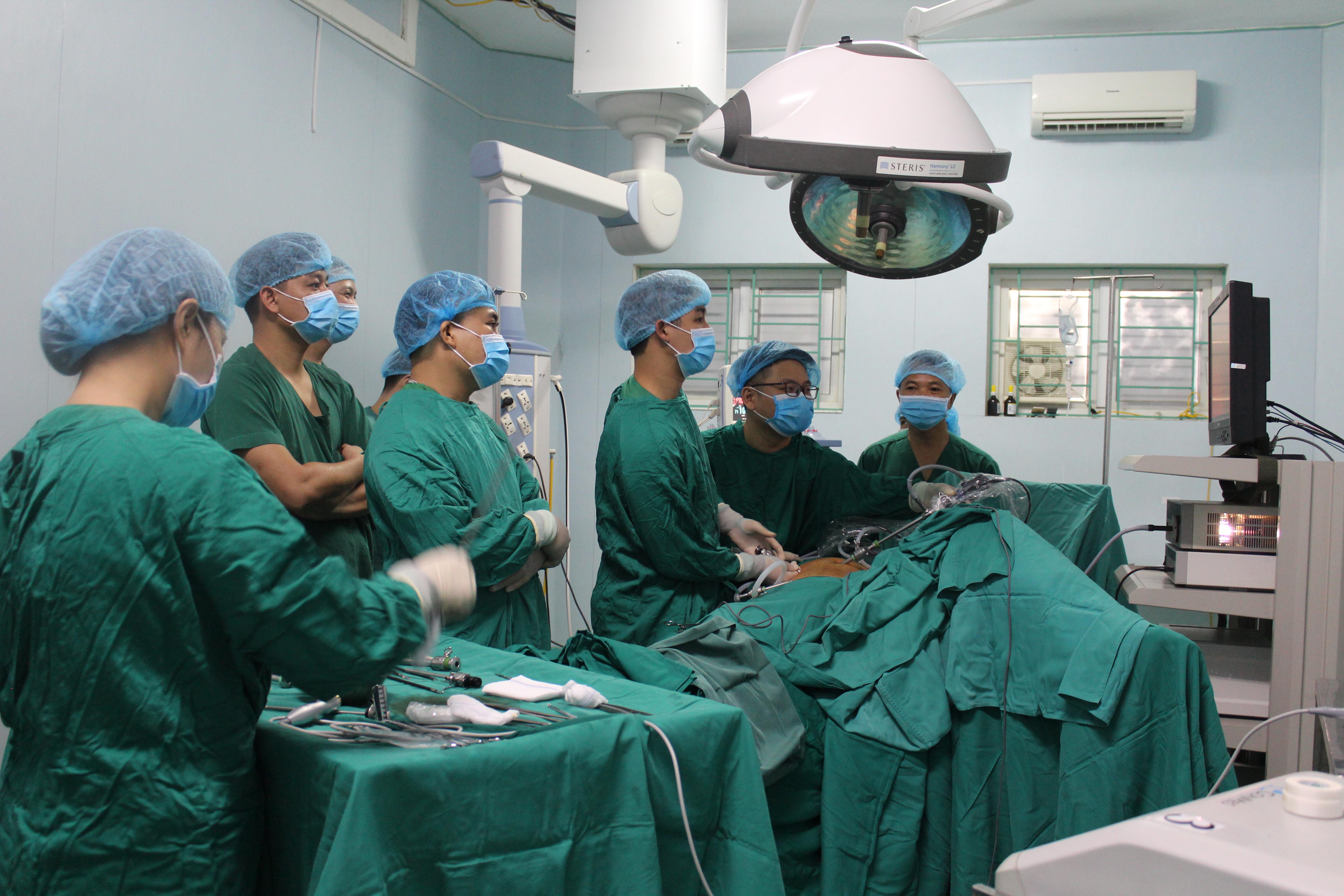 Bệnh viện đa khoa tỉnh thực hiện thành công ca phẫu thuật nội soi cắt đoạn đại trực tràng