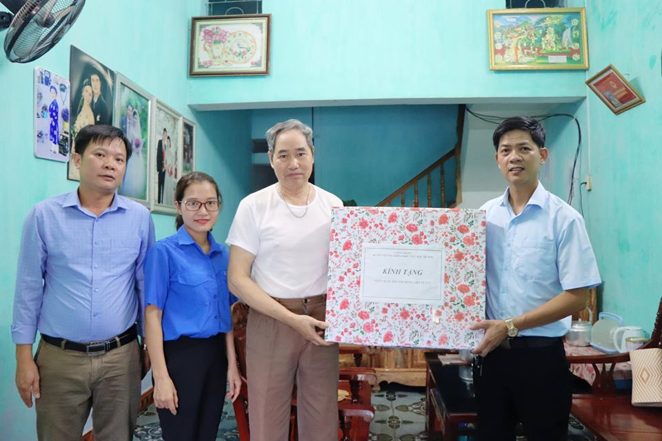 Bệnh viện ĐKKV Bắc Quang thăm hỏi các gia đình chính sách nhân ngày Thương binh liệt sĩ (27/7/1947 - 27/7/2020)