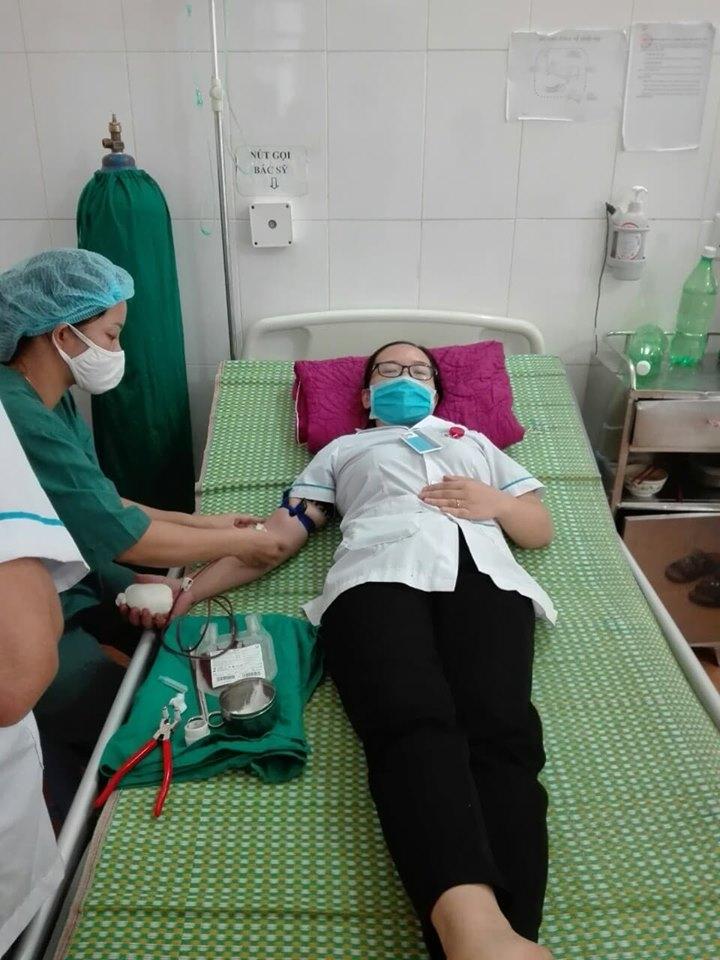 Viên chức Bệnh viện đa khoa Nà Chì hiến máu cứu người bệnh