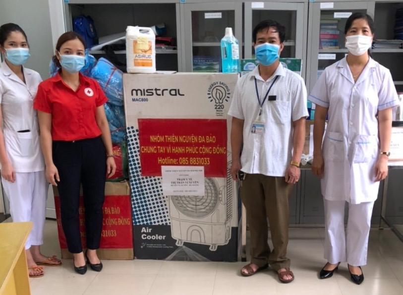 Hội Chữ thập đỏ huyện, nhóm Thiện nguyện Đa Bảo Hà Nội tổ chức trao tặng quà, hỗ trợ phục vụ công tác phòng chống dịch Covid-19