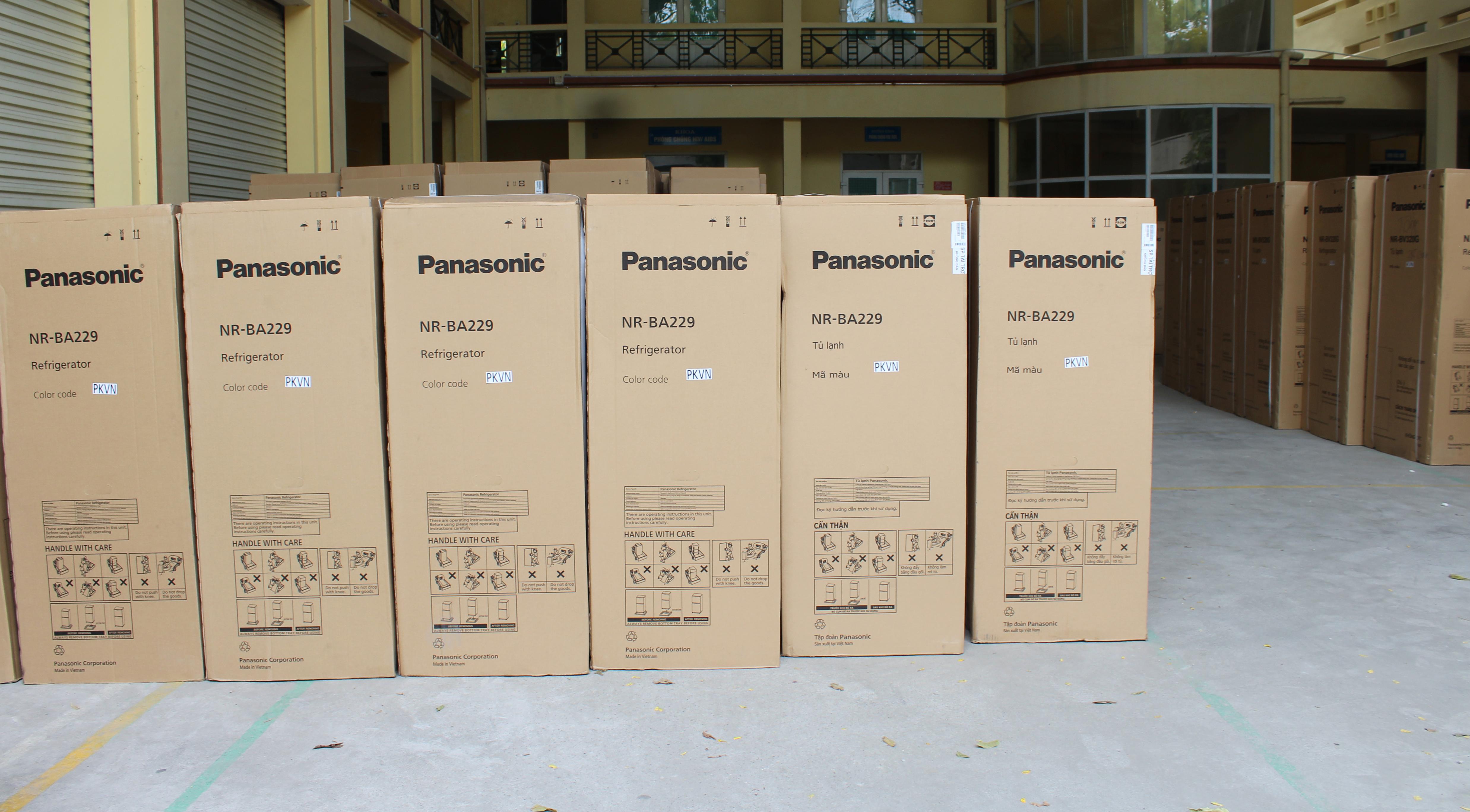 Trung tâm Kiểm soát bệnh tật tiếp nhận tủ lạnh do Panasonic Việt Nam tài trợ