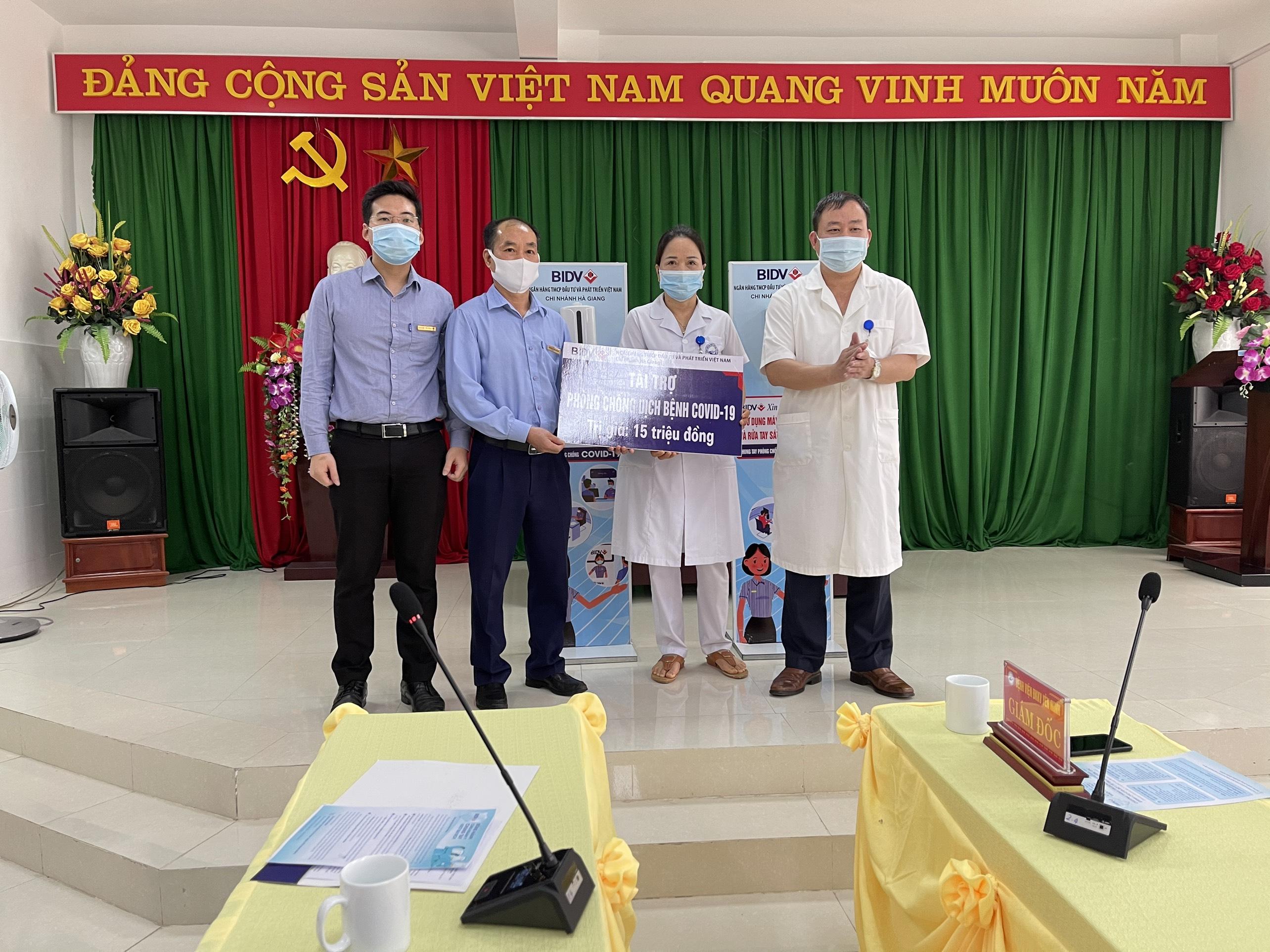 Ngân hàng CPTM Đầu tư và Phát triển Việt Nam chi nhánh Hà Giang (BIDV Hà Giang) ủng hộ BVĐKKV Yên Minh